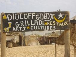 la plage de Diamalaye - guingette